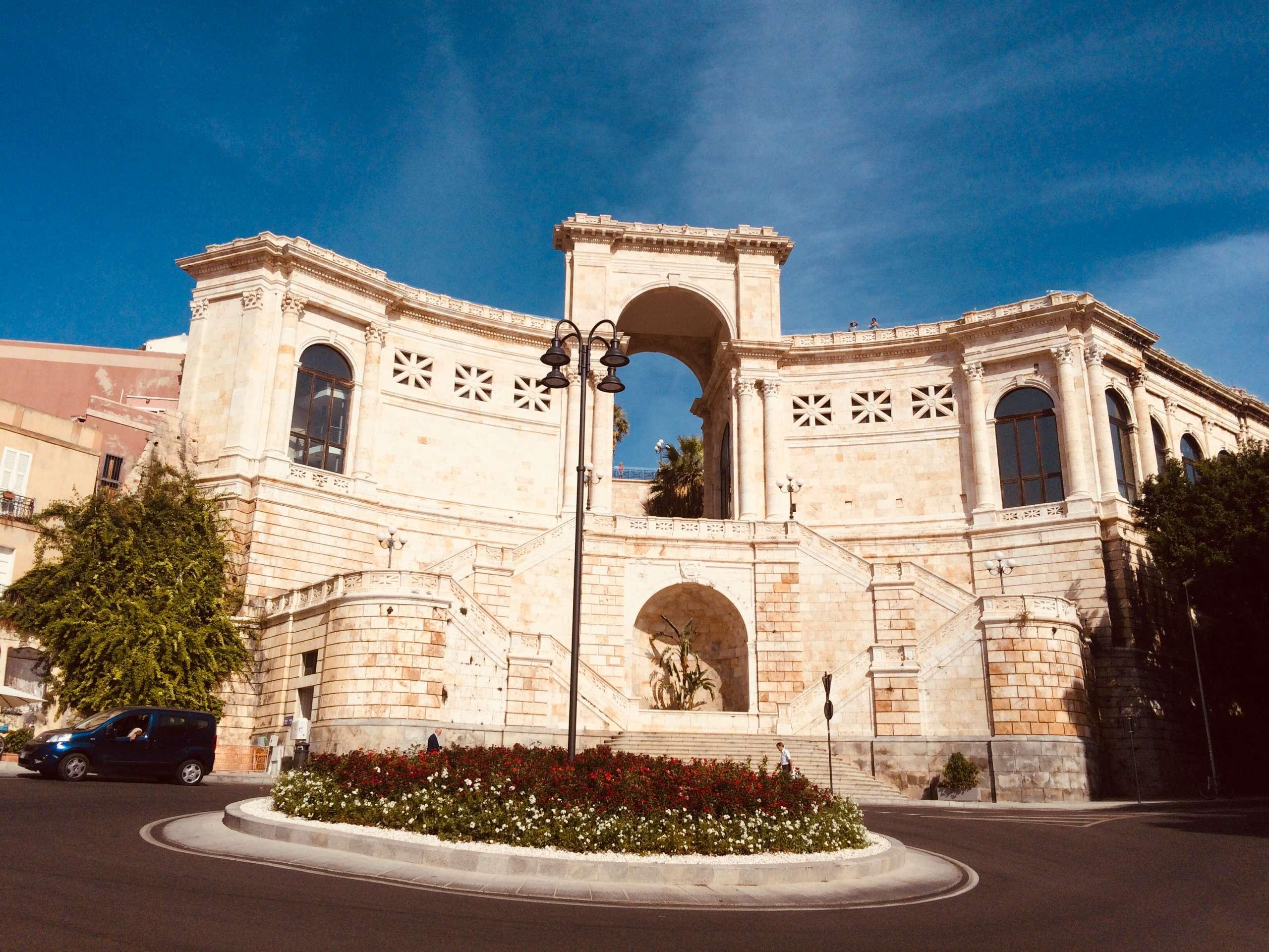 Frontansicht Bastione di Saint Remy Cagliari Sardinien
