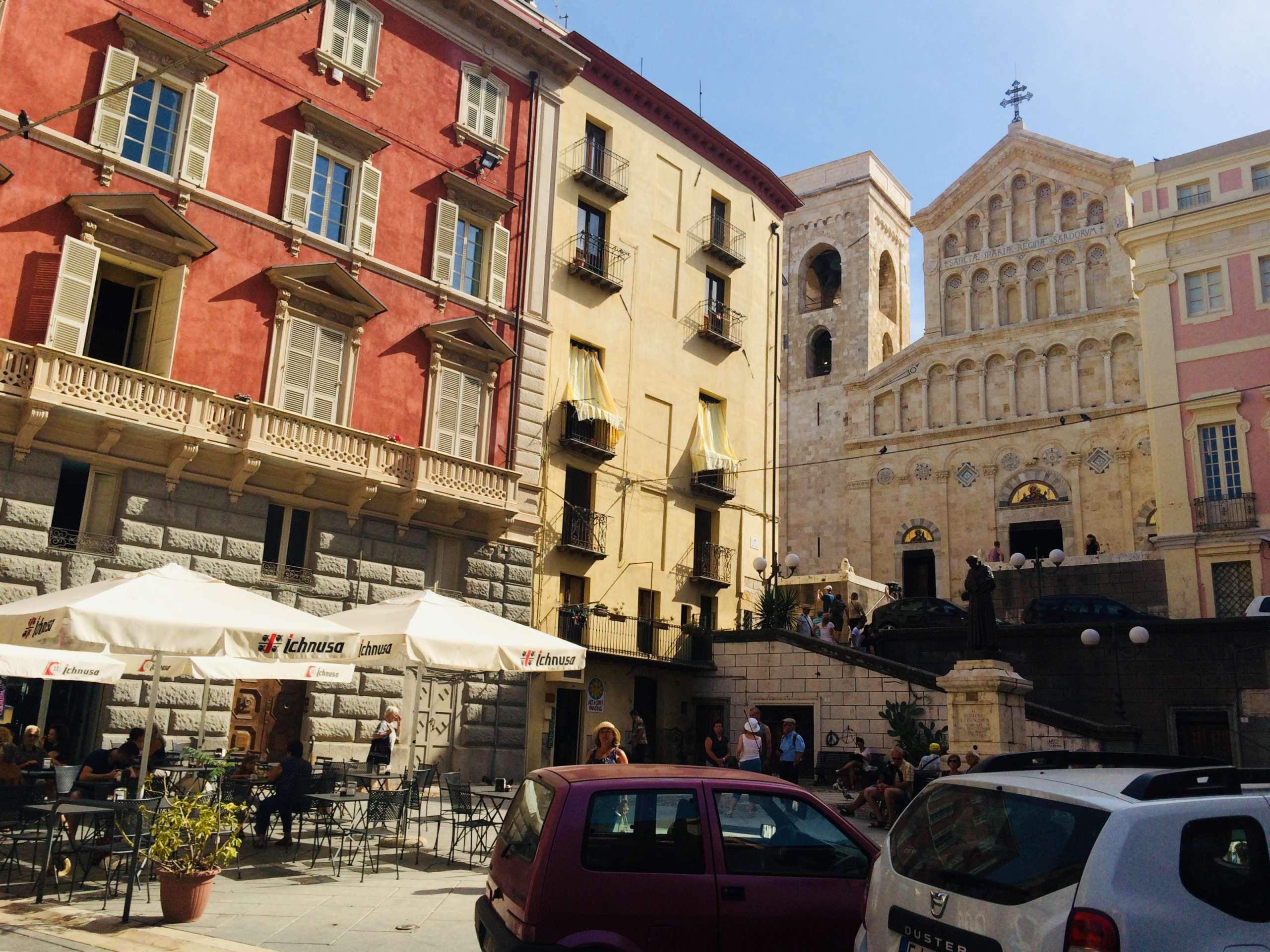 Vorplatz Kathedrale Cagliari Sardinien