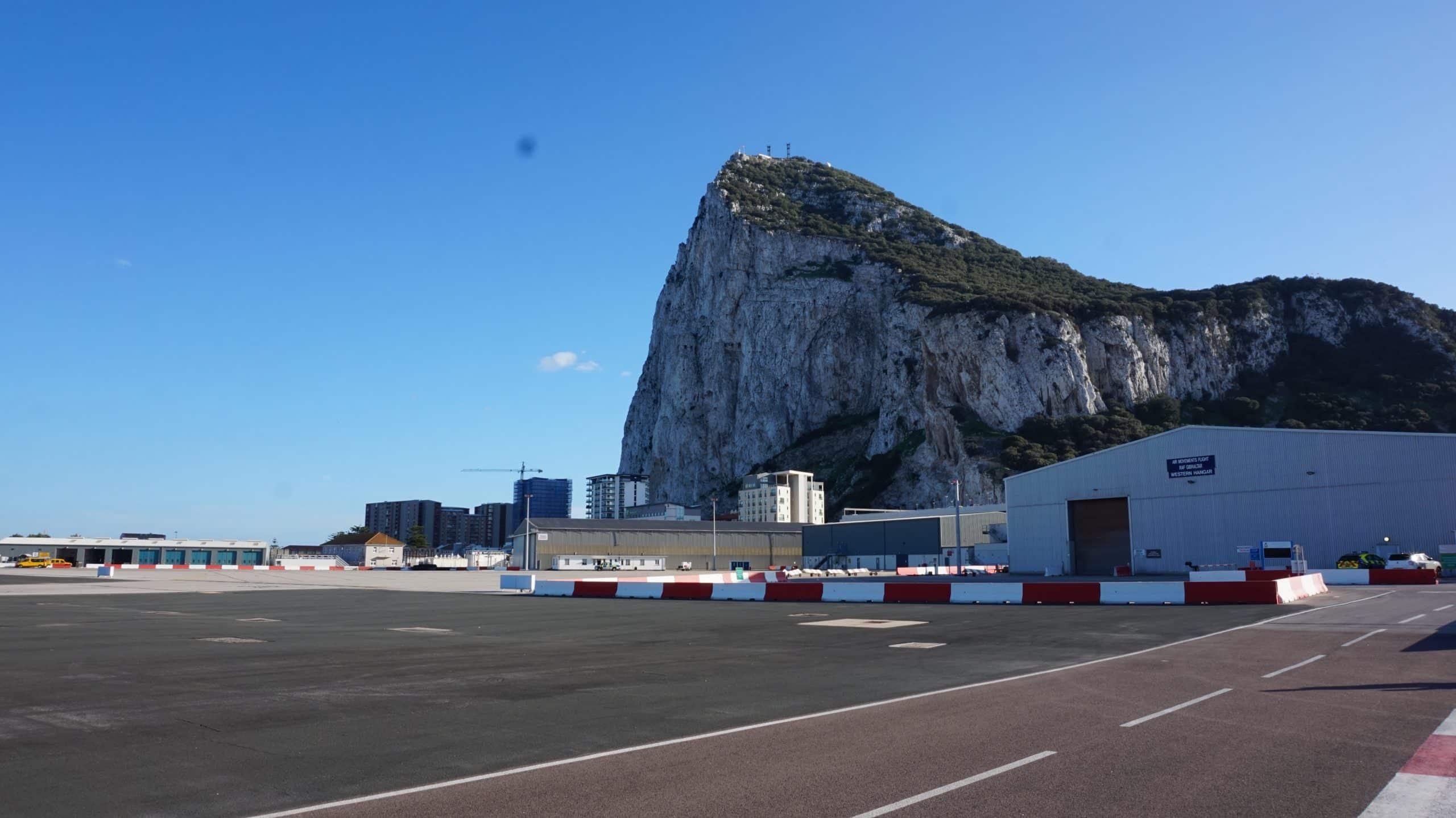 Übergang Landebahn La Linea nach Gibraltar