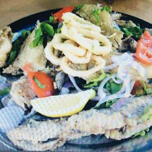 Fisch essen Fischerhafen Tanger