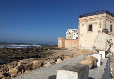 Törnbericht Marokko Marokkoaner auf Mauer Essaouira