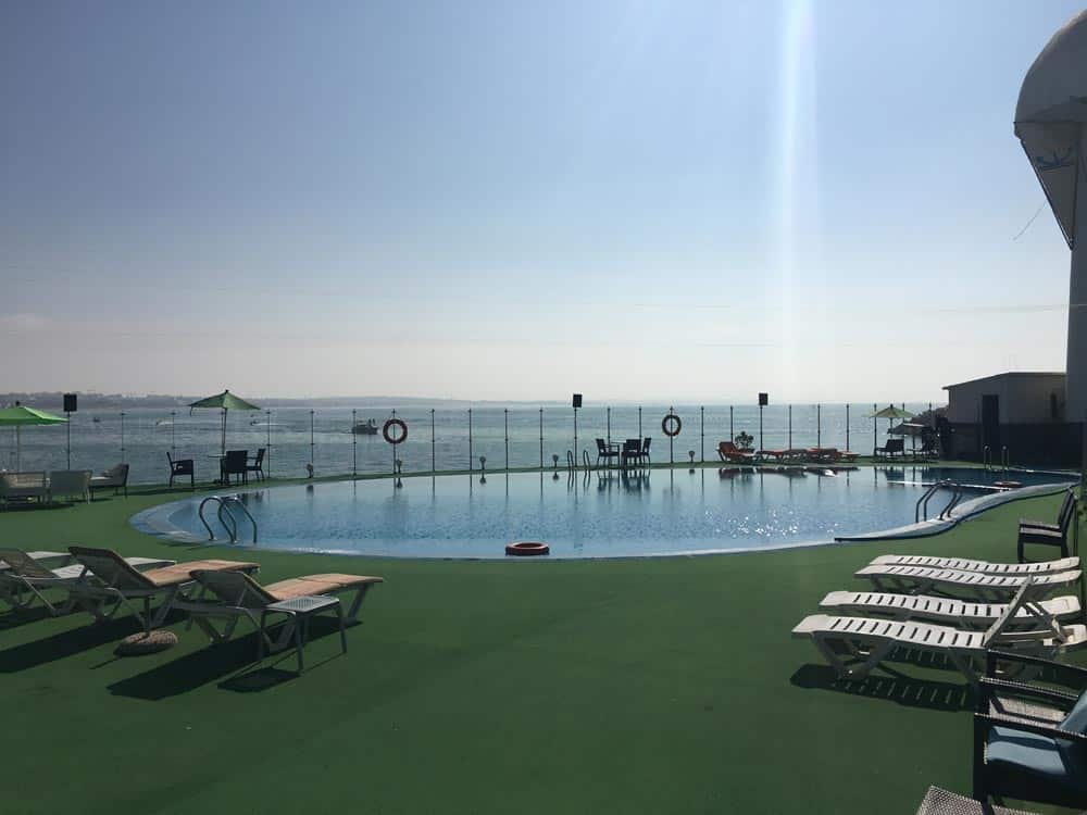 Der große Pool des Yachthafens Agadir