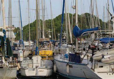 Langfahrt Segelyachten im Hafen