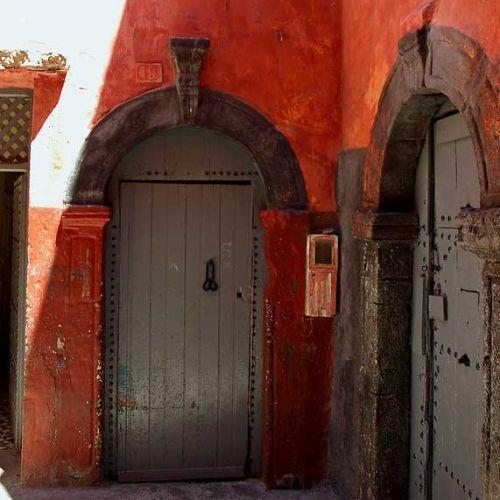 Rotes, altes Haus im portugiesischen Viertel El Jadida Marokko