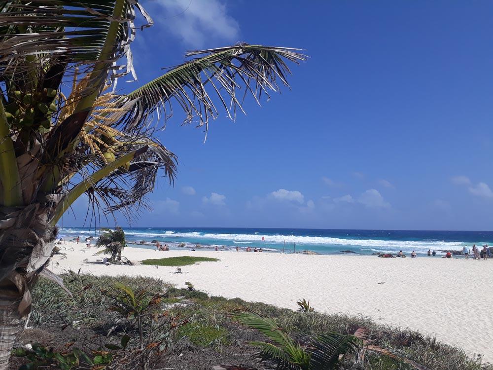 Sandstrand auf der Ostseite der Insel Cozumel