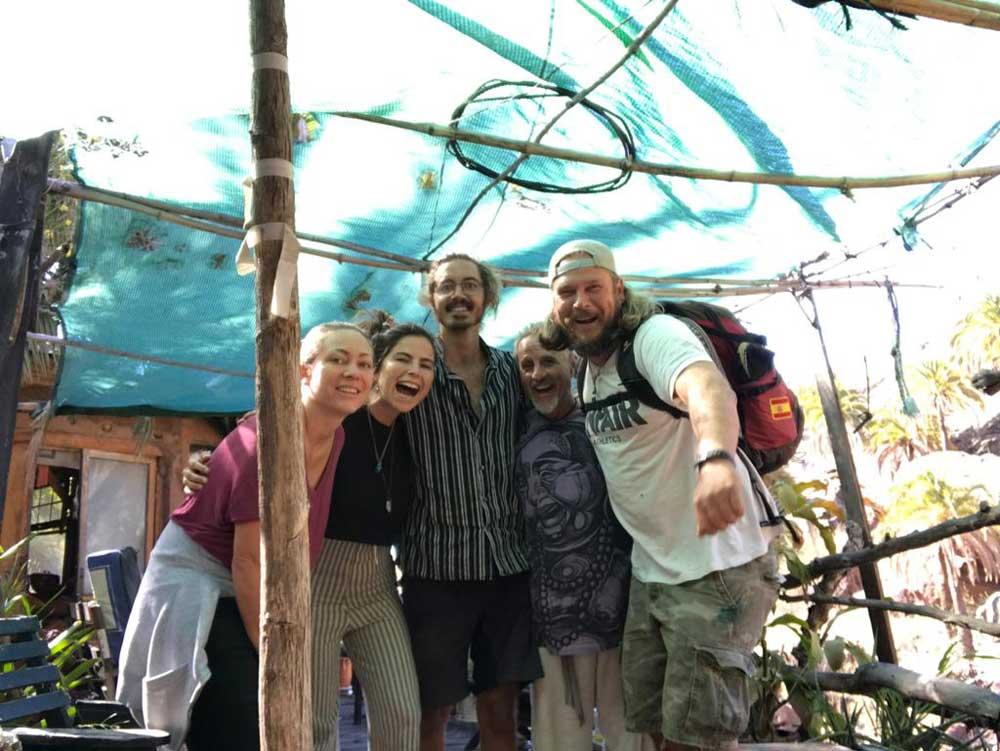 Gruppenbild in der alternativen Gemeinschaft auf Gran Canaria